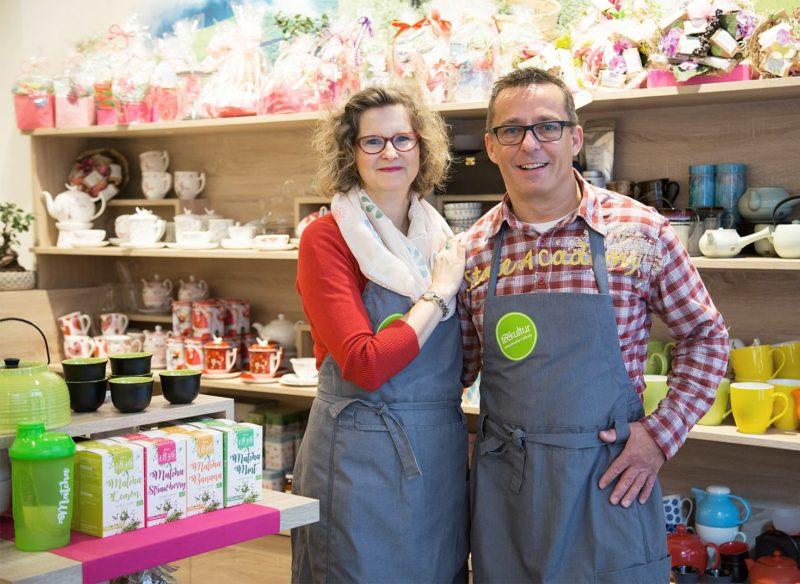 Besitzer des Teeladens Teekultur Halle mit über 200 bio-zertifizierten Tees im Online-Shop